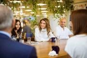 الملكة رانيا تطلع على البرامج والأنشطة الثقافية لمؤسسة عبد الحميد شومان