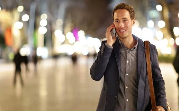 ولاية هاواي الامريكية .....غرامة لكل من يعبر الطرق وهو ينظر في هاتفه