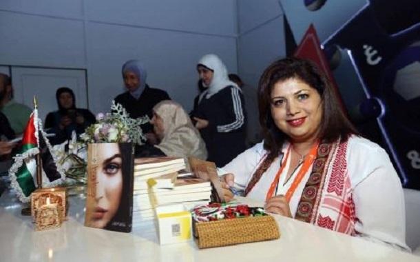 رولا نصراوين توقع 'لأنها الدنيا' و'أما أنا' في معرض 'الشارقة للكتاب'