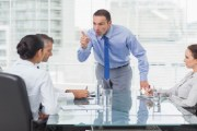 التأثير السلبي للمديرين في بيئة العمل