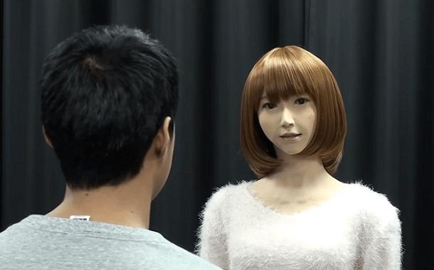 روبوت لتقديم الأخبار في اليابان
