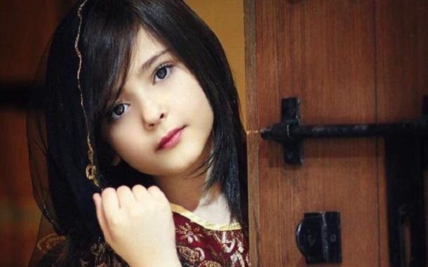 رند الشهيلي ..... طفلة سعودية تكسب نجومية على شبكات التواصل مع شغفها بالأزياء