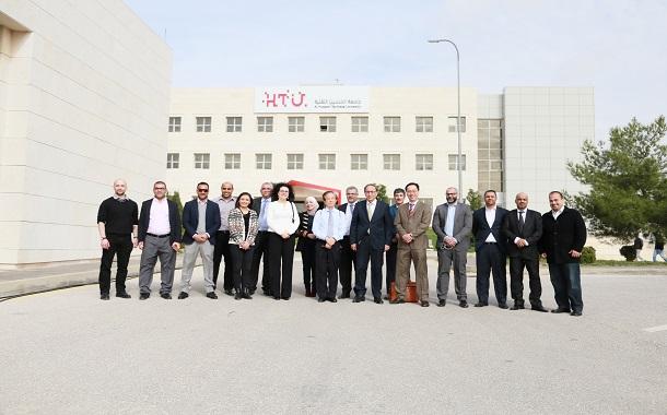 رئيس الوكالة السنغافورية للتنمية يزور جامعة الحسين التقنية