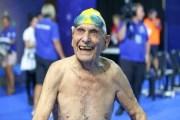 سباح أسترالي في الـ 99 عاما يحطم رقما قياسيا عالميا في سباق 50 مترا حرة