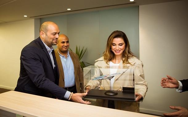 الملكة رانيا تزور مكاتب شركة