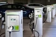 الطاقة والمعادن تلزم محطات المحروقات الجديدة بموقع لشحن المركبات الكهربائية