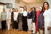 الملكة رانيا العبدالله تطلع على برامج جمعية الاسر التنموية الخيرية