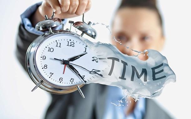 كيف يهدر المديرون وقت موظفيهم؟