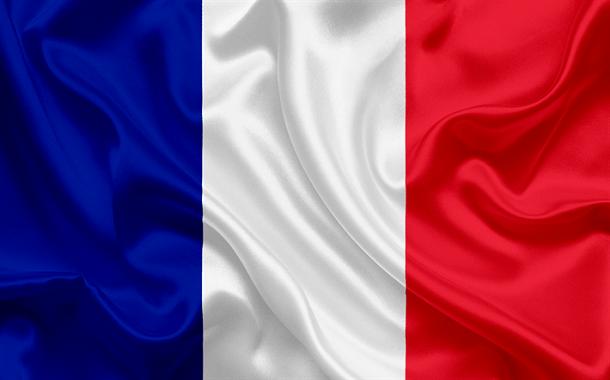 فرنسا تمنع الهواتف الذكية في المدارس الابتدائية والتكميلية
