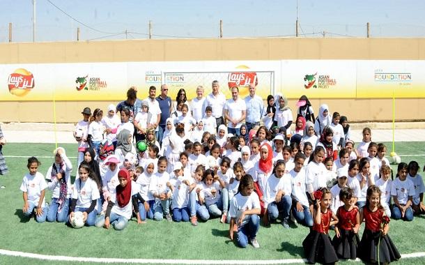 سكان الزعتري والأزرق يتمتعون بملعبي كرة قدم جديدين