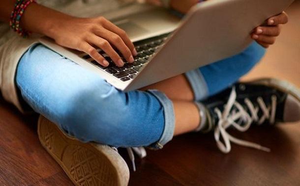 بريطانيا: وزير الداخلية يحذر فيسبوك وغوغل وتويتر بشأن الإساءة للأطفال على الإنترنت