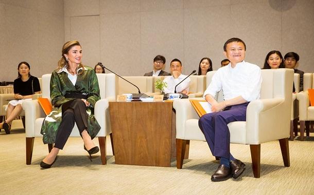 الملكة رانيا تبحث تعزيز التعاون التعليمي مع مؤسس مجموعة (علي بابا)