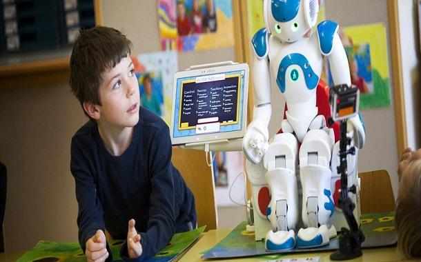 اليابان توظّف روبوتات لتدريس اللغة الإنجليزية
