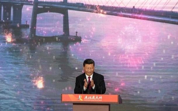 الرئيس الصيني يفتتح رسمياً أطول جسر بحري مع هونج كونج