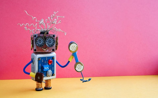 روبوت ينافس نجوم الكوميديا.. جديد الذكاء الصناعي