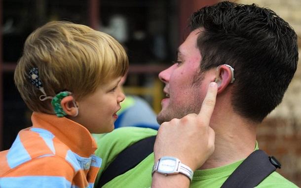دراسة : الهواتف الذكية تؤثر على السمع