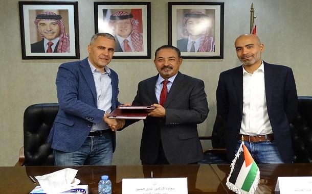 هيئة تنظيم قطاع الاتصالات توقع اتفاقية ترخيص لتصدير حركة الاتصالات والانترنت للعراق