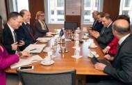 وزير المالية يجري مباحثات مع مسؤولي البنك الدولي