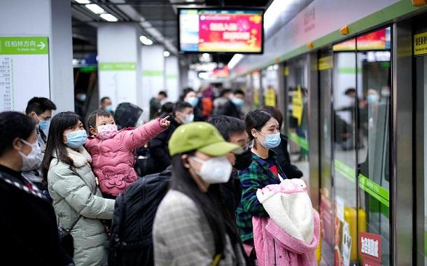 بعد رفع القيود في ووهان الصينية.. الآلاف يغادرون عبر القطارات