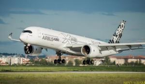 アジアンツアーへトゥルーズを出発するA350 XWB (Airbus)