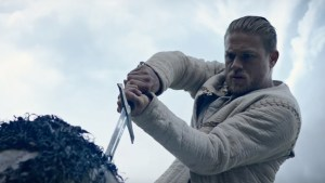 Charlie Hunnam e a espada Excalibur