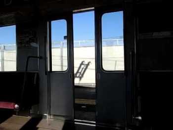 近鉄3220系のドア閉動画(海側)