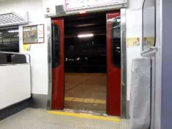JR九州813系1100番台のドア閉動画
