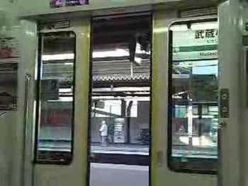 JR東日本E233系のドア閉動画