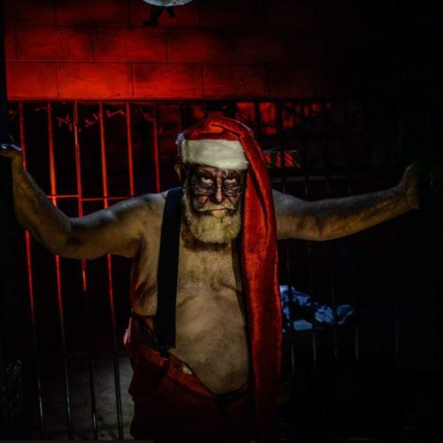 17th door haunted house fullerton orange county haunt christmas holiday treasure hunt absurdity