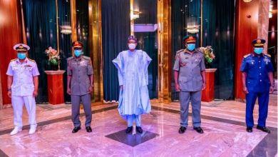 Photo of Abubuwa biyar da Buhari ya gaya wa sabbin manyan hafsoshin tsaron Najeriya