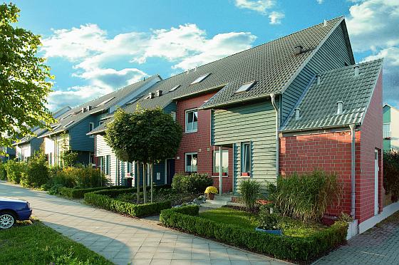 Wenn man das richtige Grundstück gefunden hat, steht dem Bau des eigenen Traumhauses nichts mehr im Weg. (Foto: LBS West)