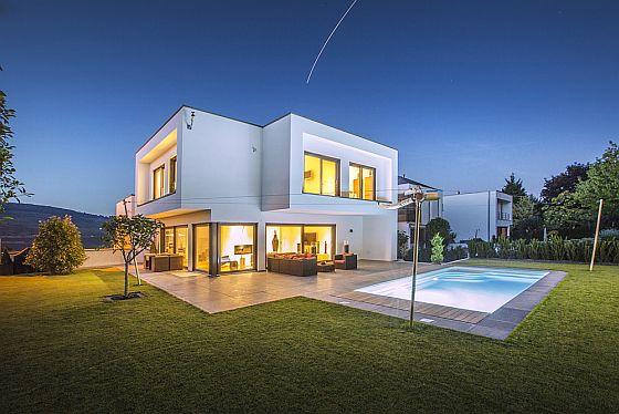 Damit das Traumhaus nicht zum Albtraum wird, müssen Bauherren sich richtig versichern. (Foto: Okal Haus GmbH)
