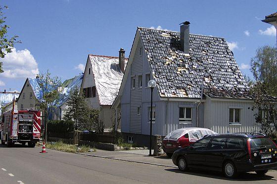 Wenn durch Hagel das Dach zerstört ist, dringt Feuchtigkeit ein, wenn man nicht mit zusätzlicher Dämmung vorgesorgt hat. (Foto: Paul Bauder)