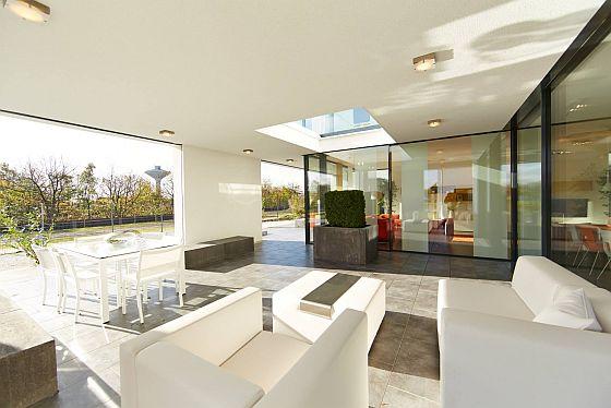 """""""So möchte ich wohnen"""" - wer das bei der Besichtigung eines Musterhauses denkt, ist ideal für das Verkaufsgespräch vorbereitet. (Foto: OKAL Haus)"""