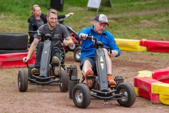 Extremsportler Joey Kelly tritt für die DFH beim Spendenmarathon in die Pedale. Er wird versuchen, 24 Stunden lang mit dem Kettcar den Parcour zu meistern.