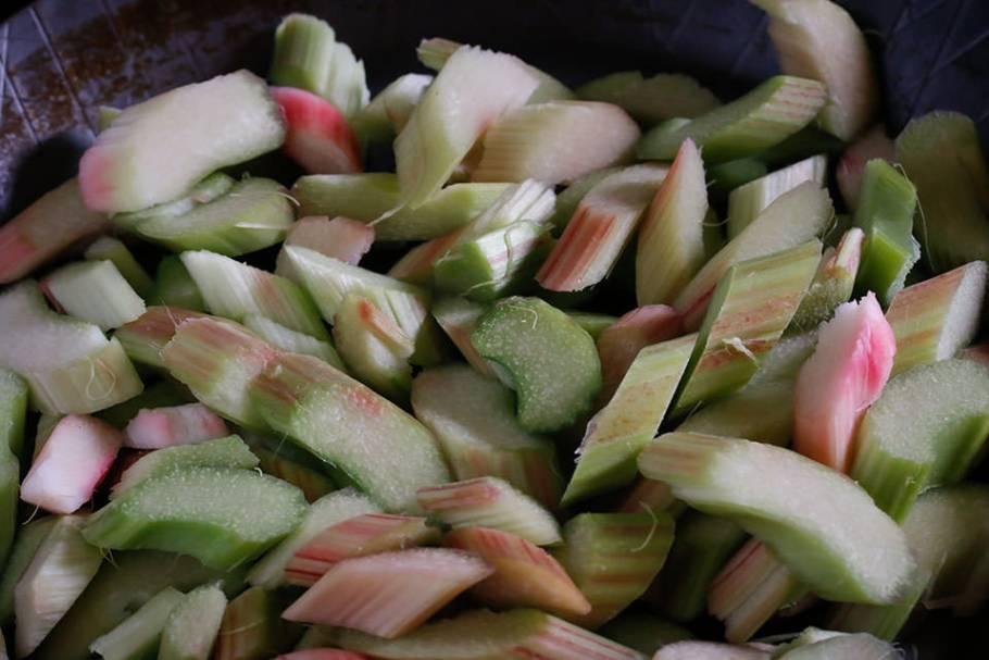Rezept für Rhabarbergemüse mit Spinat, Bärlauch und Totwildsteak