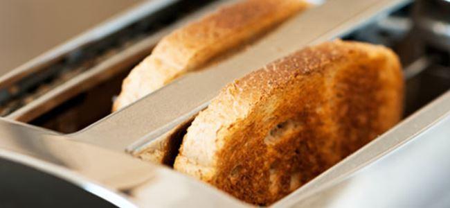 Penisini ekmek kızartma makinesine sıkıştırdı!
