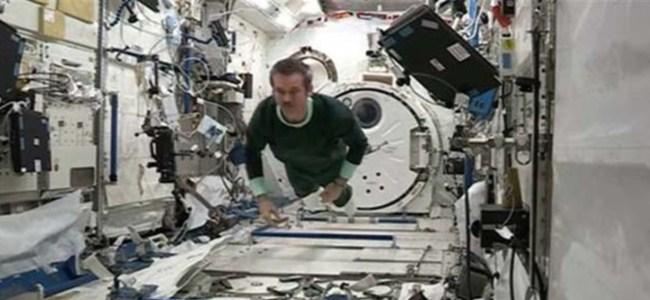 Astronotlar Uzay'da nasıl uyuyor?
