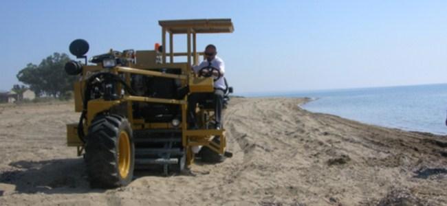 İskeleye sahil temizleme aracı..