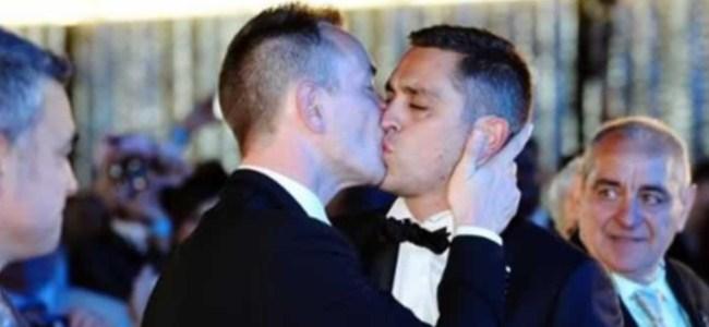 Fransa'da İlk Eşcinsel Nikah Kıyıldı