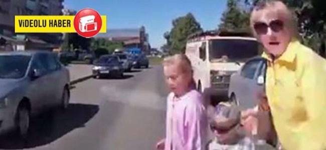 Araba Çocuklarına Çarpmadan Önce Son Bakış