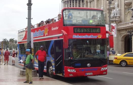 Hop-On-Hop-Off-Bus am Parque Central in Havanna
