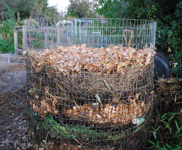 https://www.grow-it-organically.com/build-a-compost-pile.html