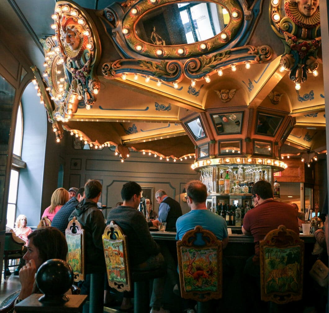 5 Unique Restaurants & Bars to Try in New Orleans