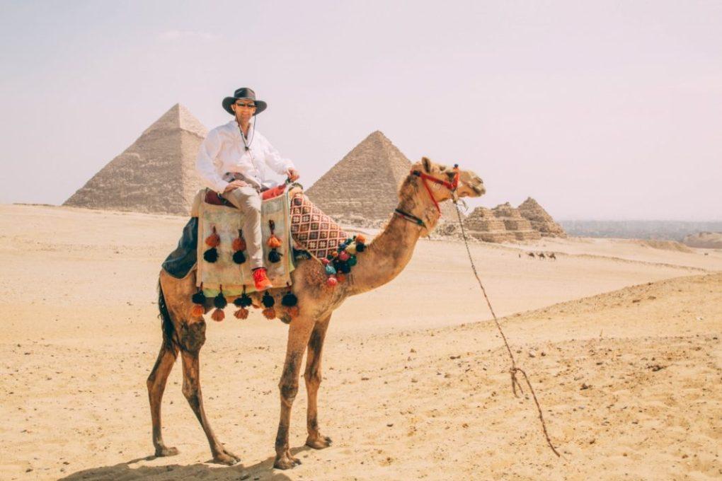the camel rides at the pyramids