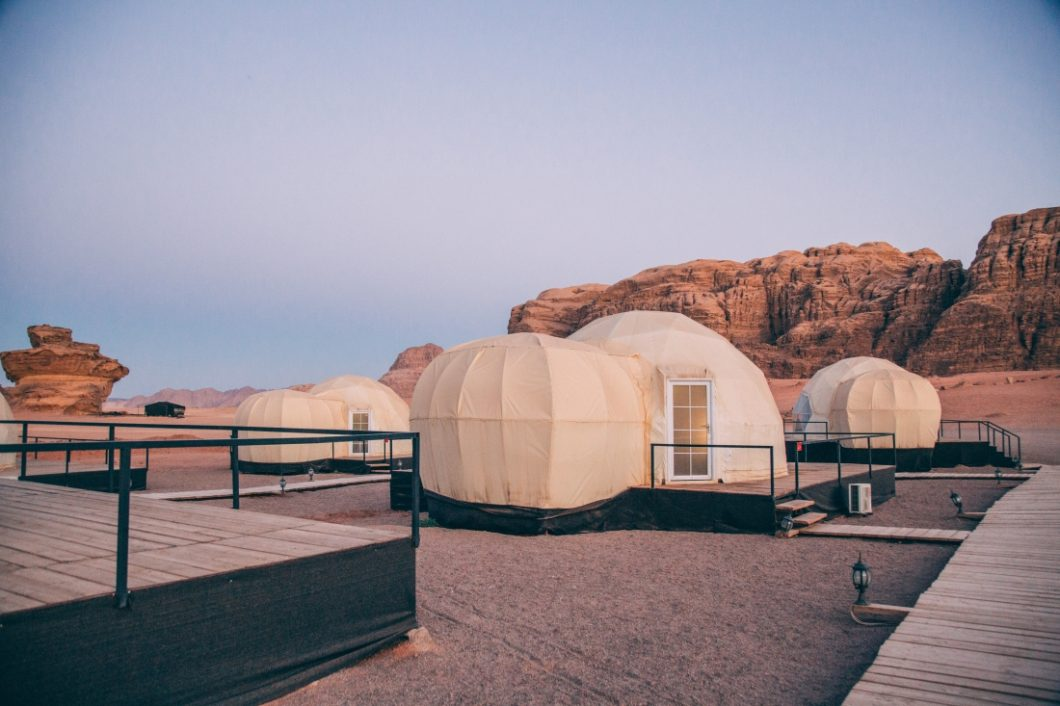 Mazayen Rum Camp Review – a Wadi Rum Luxury Desert Camp (with Martian Tents!)