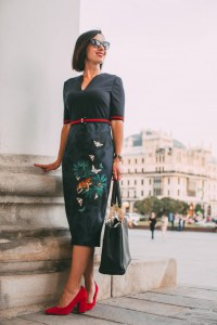 A Complete Guide to Dressing for the Bolshoi Theatre (for Both Men & Women)