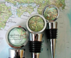 CUSTOM MAP Wine STOPPER / Any Location / Hostess Gift / Housewarming gift / Personalized Map Gift / Destination Wedding / glass bottle stop