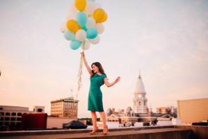 Cool blogger photos of Lindsay holding balloons