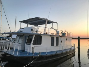 Waterfront Private House Boat in NOLA - 2B/1BA